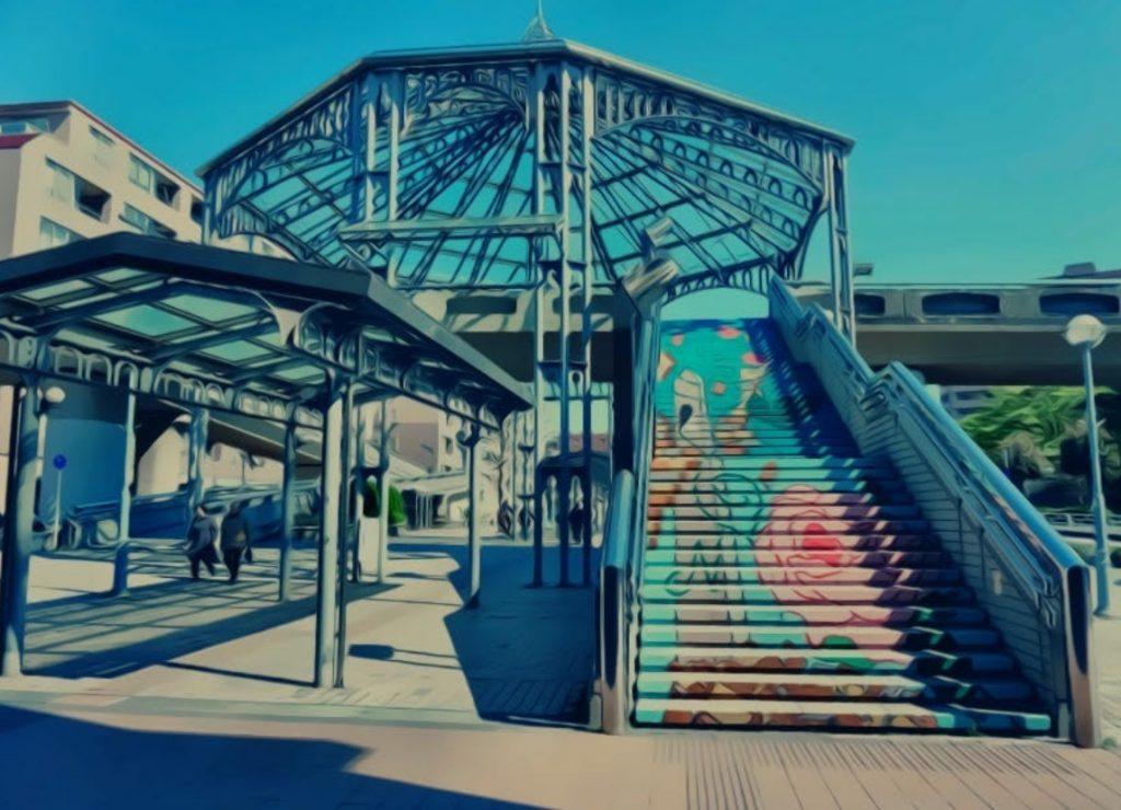 中川駅前階段アート