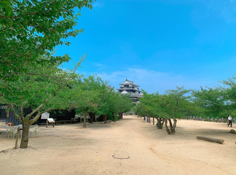 松山城の本丸広場