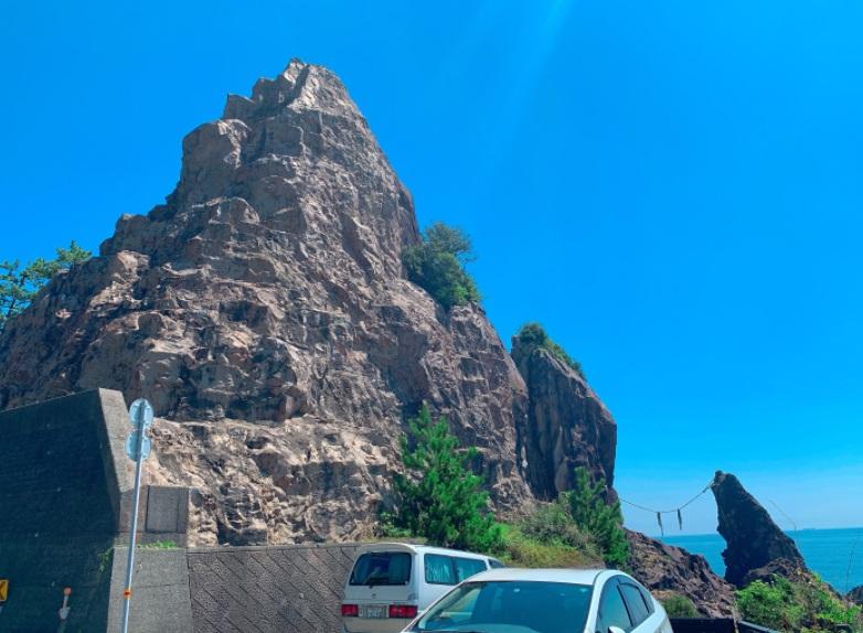 鹿丘の夫婦岩