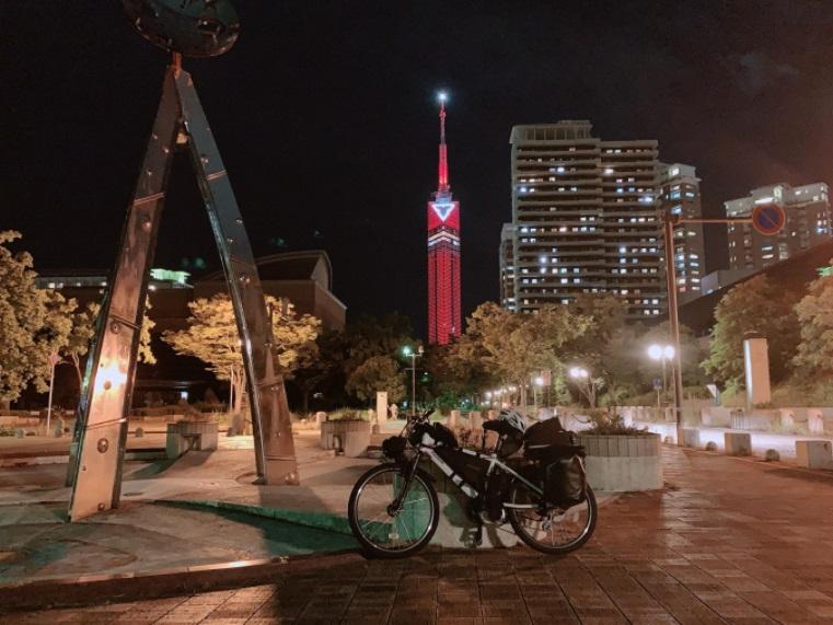 福岡タワー前