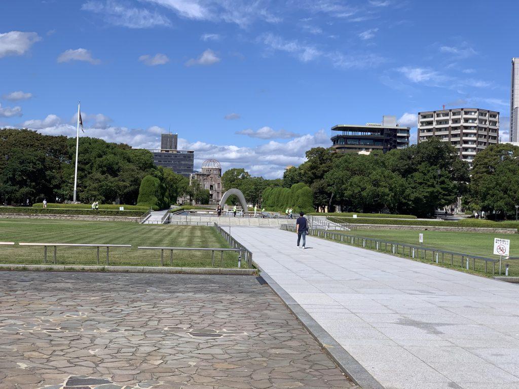 平和都市記念碑